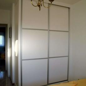 Armario lacado en blanco, puertas correderas japonesas