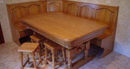 Mesas, sillas y bancos