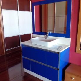 Variado de muebles de baño