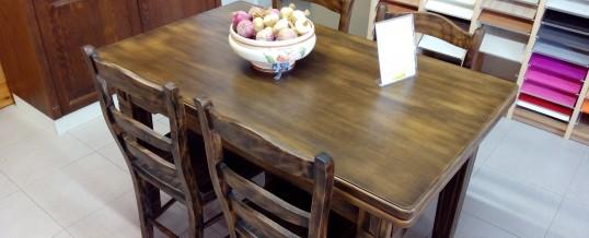 Conjuntos mesas y sillas exposición